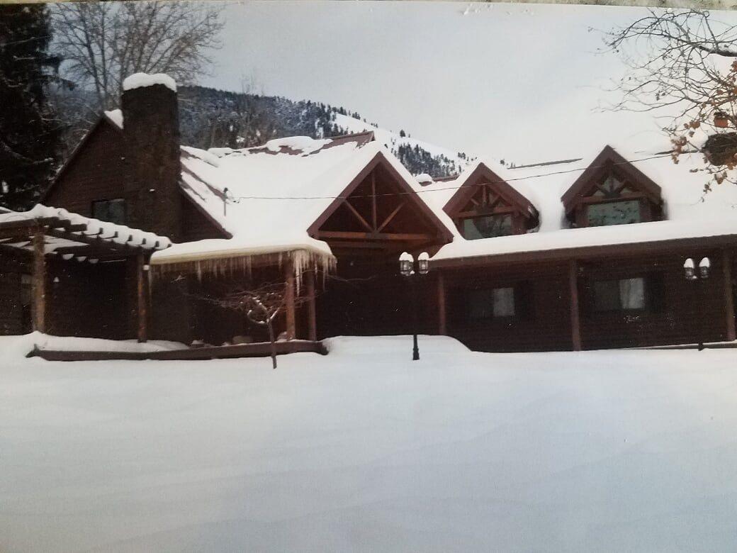 snow pic of house (2).jpg